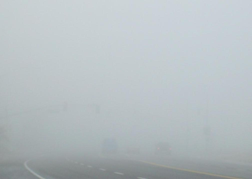 Dense_Tule_fog_in_Bakersfield,_California
